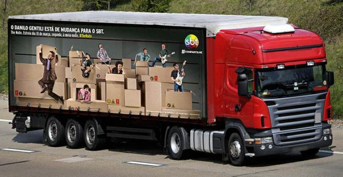 SBT coloca caminhões nas ruas para divulgar 'The Noite' com Danilo Gentili